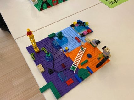 Ideas Lab on at #EuroPCom used Lego to explore to use communication to help integration. A common theme: the value of creating spaces for meetings between refugees / migrants and locals to share stories and understand each other's aspirations. -Ian Andersen